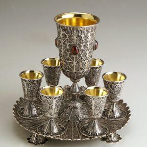 גביע כסף עם שש כוסיות